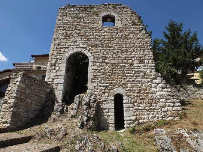 Castelli e torri diruti nell'alto Lazio: a caccia del medioevo a nord di Roma